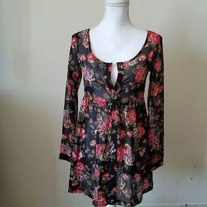 🎃 5/$20 Beautiful  light floral blouse